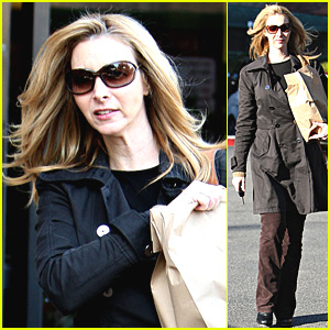 Former Friends star Lisa Kudrow shops at the Beverly Glen Market in Los ...