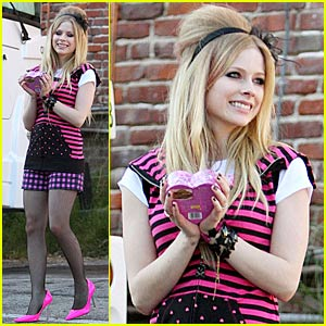 Avril Lavigne Launches 'Black Star' Fragrance
