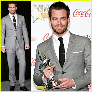 Star Trek hottie Chris Pine proudly shows off his Male Star of Tomorrow ...