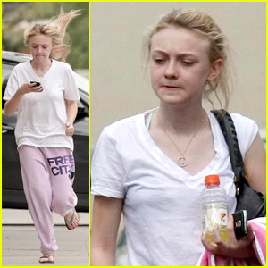 Dakota Fanning quenches her thirst with a bottle of lemon-lime Gatorade ...