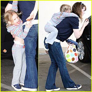 Violet Affleck: Piggyback Ride!