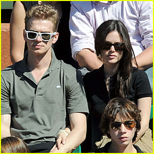 Rachel Bilson & Hayden Christensen: French Open PDA!