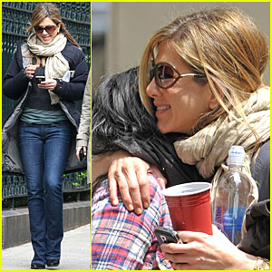 Jennifer Aniston: Baster Bear Hug!