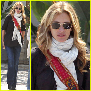 Julia Roberts Meets In Malibu