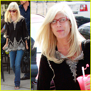Tori Spelling Really Likes Rings