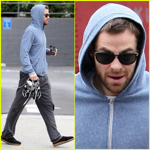 Chris Pine is Hoodie Hidden