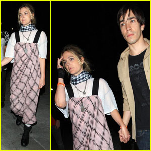 Drew Barrymore & Justin Long Are PDA People