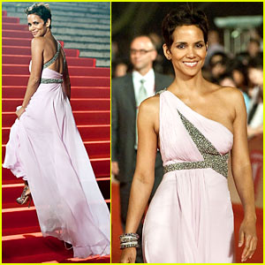 Halle Berry is Shanghai Sexy