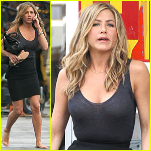 Jennifer Aniston: Barefoot Bike Babe!