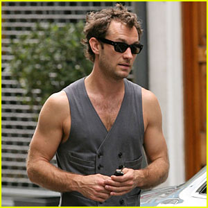 Jude Law is a Frappuccino Father