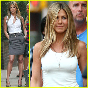 Jennifer Aniston Picks Up Dog Poo | Jennifer Aniston : Just Jared300