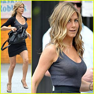Jennifer Aniston is The Running (Wo)Man