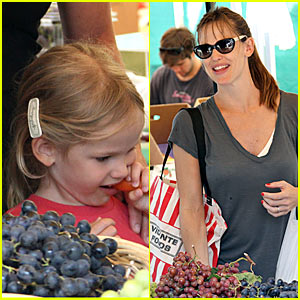 Jennifer Garner is a Grapes Girl