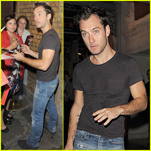 Jude Law Has Hamlet Goers Screaming