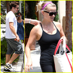 Reese Witherspoon & Jake Gyllenhaal Burn 60