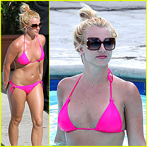 Britney Spears: Hot Pink Bikini Time!