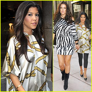 Kourtney Kardashian: Christmastime Arrival!