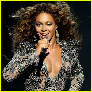 Beyonce Puts A Ring on It at The 2009 VMAs