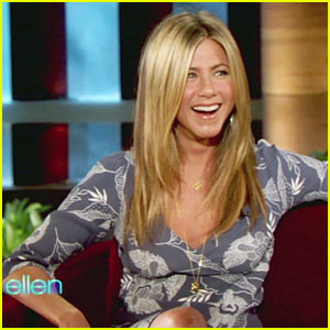 Jennifer Aniston Sings On Live TV!
