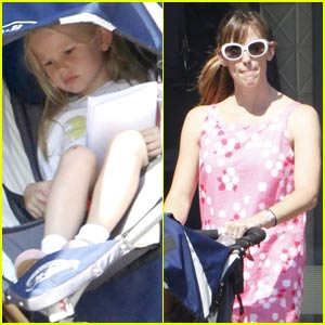 Jennifer Garner & Violet Affleck: Pizza Pair
