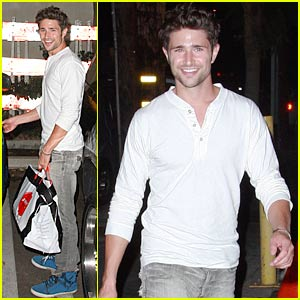 Former Kyle XY star Matt Dallas and musician Blue Hamilton pick up take-out ...