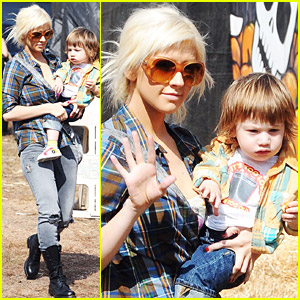 Christina Aguilera Visits A Pumpkin Patch