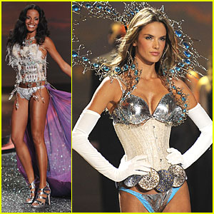 Alessandra Ambrosio & Selita Ebanks -- Victoria's Secret Fashion Show 2009