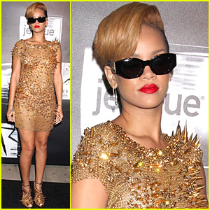 Rihanna Glitters in Gold