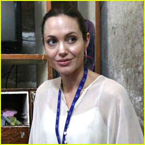 Angelina Jolie to President Obama: Help Darfur!