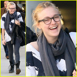 Dakota Fanning Giggles With The Garcias