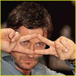 Gerard Butler: Pulp Fiction Fingers