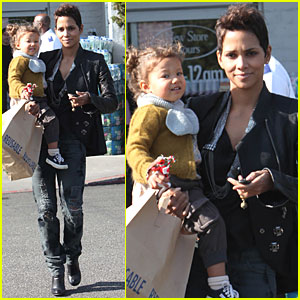 Halle Berry & Nahla are Grocery Girls