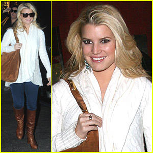 Jessica Simpson Shows Off Her Legs -- But It's Not Working!