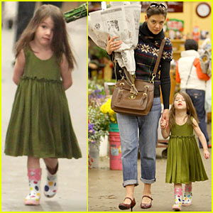 Katie Holmes: Christmas Eve Flowers with Suri!