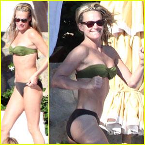 Molly Sims: Bikini Babe!
