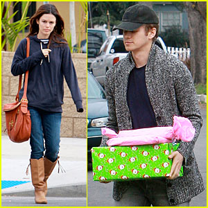 Rachel Bilson & Hayden Christensen: Presents Delivery!