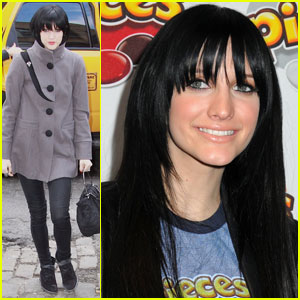 Ashlee Simpson is Pieces Pretty