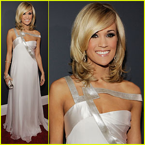 Carrie Underwood - Grammys 2010 Red Carpet