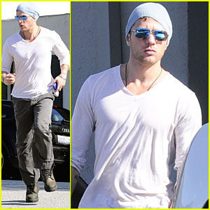 Ryan Phillippe is a Neil George Guy