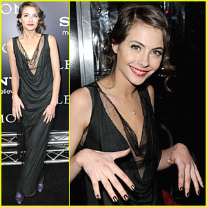 Willa Holland: Message in a Manicure!