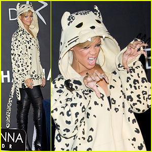 Rihanna Does 'The Claw'