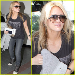 Hilary Duff: Air Canada Cutie
