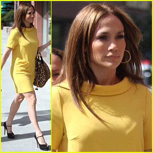 Jennifer Lopez Sits At The Salon