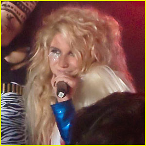 Ke$ha Brings 'Blah Blah Blah' Down Under