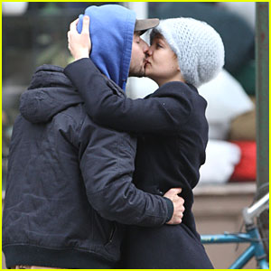 Shia LaBeouf & Carey Mulligan: Kiss Kiss!