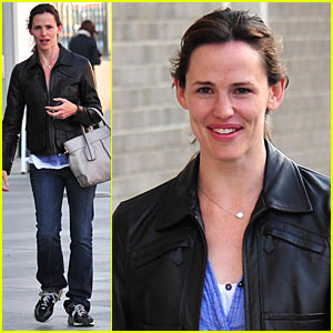 Jennifer Garner: Leather Lady!