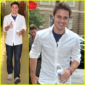 Kris Allen: Shirtless No More!