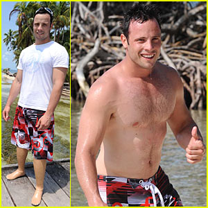 Oscar Pistorius: Shirtless Paralympics Runner!