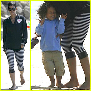 Halle Berry: Beach Bonding with Nahla Aubry!