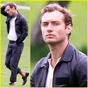 Jude Law: Soccer with Sons!
